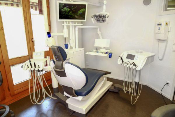 zahnarztstuhl zahnarztpraxis huenegg